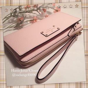 kate spade Handbags - 🌈🦄KATE SPADE LAYTON WELLESLEY WRISTLET WALLET