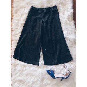 boutique Pants - Gaucho Wide Leg Boho Capri Pants size SM