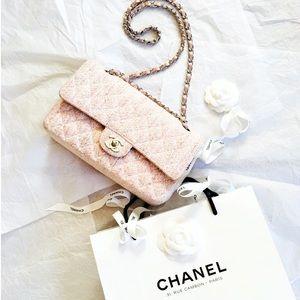 CHANEL Handbags - Host Pick🌷Chanel Medium Classic 2.55 Double Flap