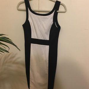 Ladies classic B&W dress - SUPER flattering!