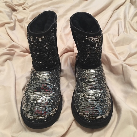 de06b14ca37 UGG Classic Black/Silver Sparkle Girls Youth Boots