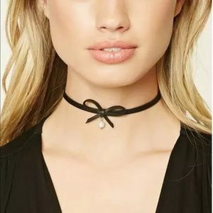 Black with faux pearl choker