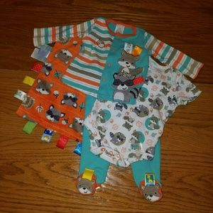 Taggies Other - Taggies 4 Piece Infant Set