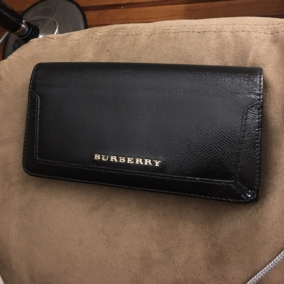0d8c89dc1bcd Burberry Accessories - BURBERRY Patent London Continental Wallet in Black