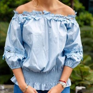 Blue cotton of the shoulder top can work as crop