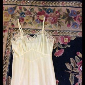Vintage Other - Vtg beige lace trimmed  slip