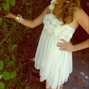 Dresses & Skirts - White flower formal or graduation dress 👗⚪️🌺