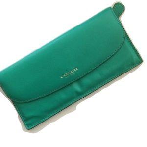 Coach Handbags - SALE❤️B1G1•50% OFF❤️Coach•Wallet•