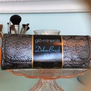 NWT Glo Minerals Makeup Deluxe Brush Roll