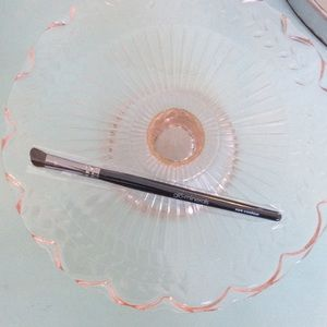 NWT Glo Minerals Eye Contour Brush