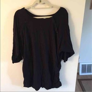 Like new! Old Navy Maternity/ Nursing shirt XL.