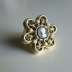 Jewelmint Jewelry - Cameo Flower Large Ring