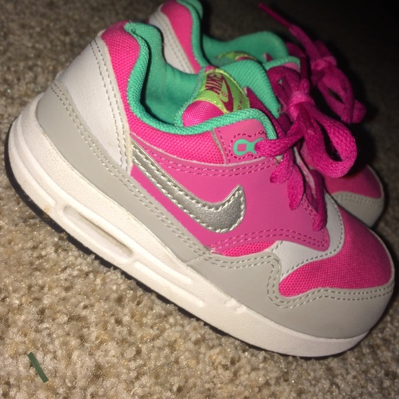Toddler girl Nike air max size 8c