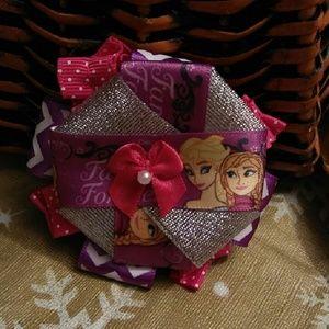Little girls bow