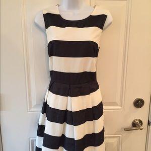Black & White Striped sleeveless Dress 4