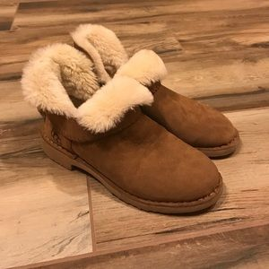 UGG Shoes - NEW Ugg Ankle Boots