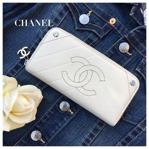 CHANEL Handbags - CHANEL CREAM ZIP AROUND WALLET