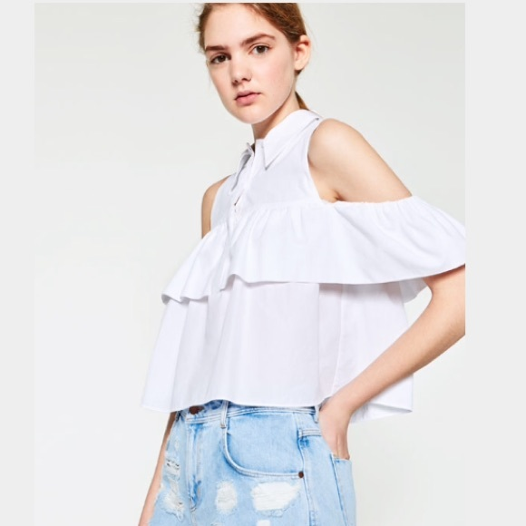96f610103eed8 Frilled cut out shoulder top form Zara! HP✨✨✨✨✨