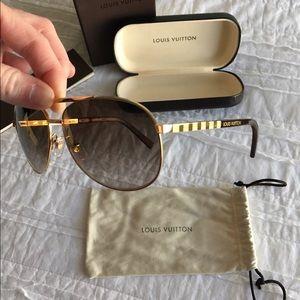 8bbc523eaa4 Louis Vuitton Accessories - Louis Vuitton ATTITUDE PILOTE sunglasses