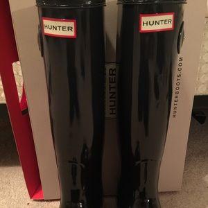 Hunter Women's Tall Gloss Rain Boots (BLACK)