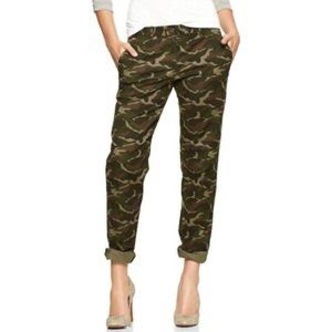 Gap broken in straight khaki in green camouflage