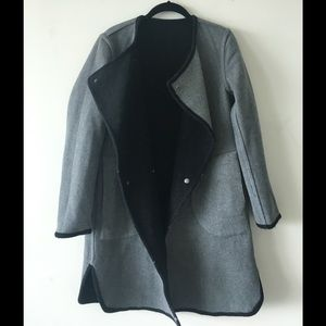Reversible gray-black coat