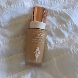 Makeup - Charlotte Tilbury Magic Foundation