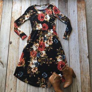 Dresses & Skirts - Black multi floral print pocket dress