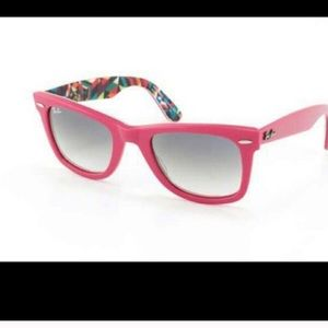 Ray-Ban Wayfarer in Pink Special Edition