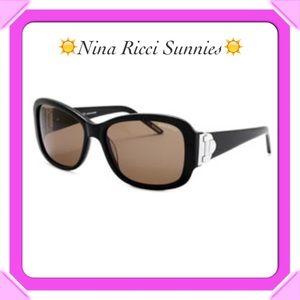 Nina Ricci Accessories - NWT☀️Nina Ricci Sunnies w/Case & Cleaning Cloth☀️