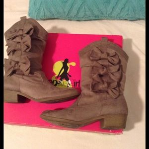kenzie Shoes - Bow booties 🎀 💖BIDS START AT $13