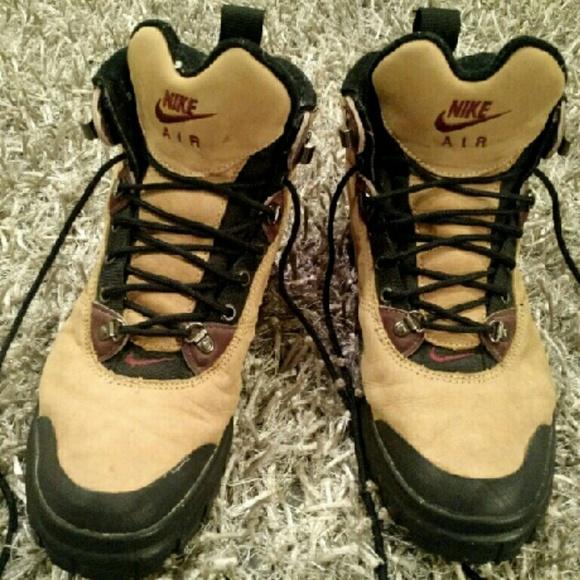 máquina de coser destacar Con qué frecuencia  Nike Shoes   Nike Air Tumalo Hiking Boots Womens Size 5   Poshmark