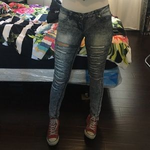 D-Fuz Jeans - Ripped jeans with several cuts