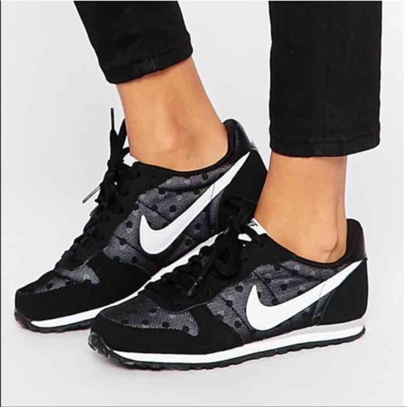 nike women shoes black with dot