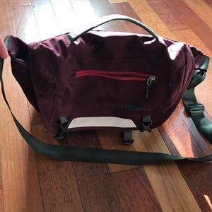 Handbags - Patagonia mini mass messenger bag