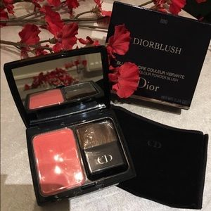 Dior Other - ✨Dior Powder Blush in New Red (889)✨