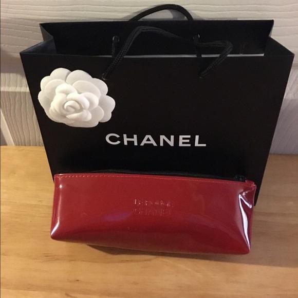 c23c2328a2171c CHANEL Makeup   Le Rouge Make Up Bag   Poshmark