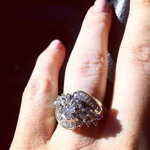 Jewelry - 14 k gold ring genuine diamonds