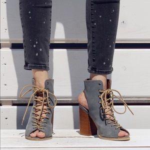 SALE 🎉HP🎉Ladies peep toe backless booties  .