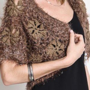 umgee usa Sweaters - 🆑WAS 32.00🆑TWO TONE CROCHET SWEATER W/PIN