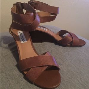 Price lowered!!Steve Madden sandals size 6