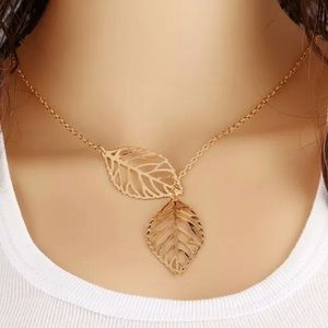 Jewelry - 🔥1 HR SALE🔥Gold Double Leaf Necklace