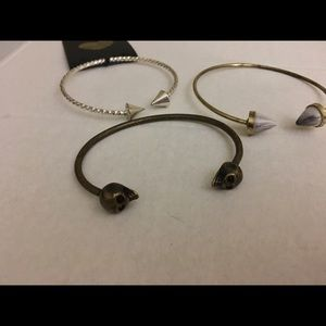 Lot of three bracelets cone and skull NWT