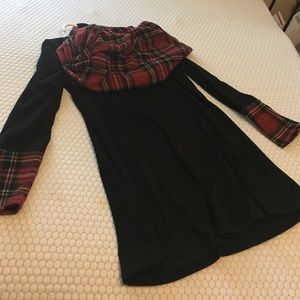 Dresses & Skirts - Black shift dress &matching plaid infinity scarf