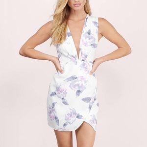 Tobi Dresses & Skirts - White floral plunge bodycon dress