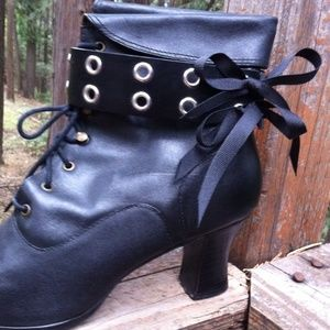 HP,Basic black belting boot bling