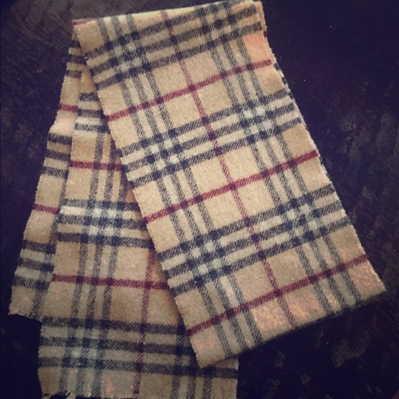 1aef0df7a0a Authentic Burberry nova check lambs wool scarf