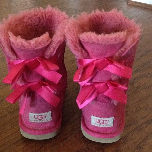 pink ugg boots bows back