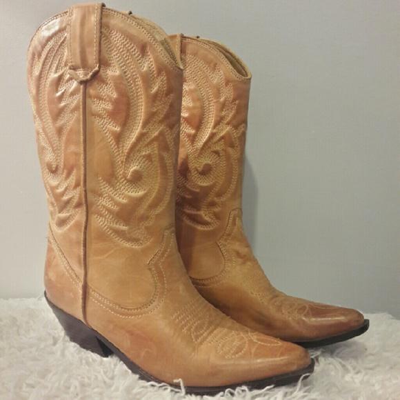 2877ae3e996 Aldo Cowgirl Boots