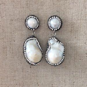 Jewelry - LAST PAIR! Baroque Pearl Druzy Earrings